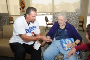 Billy Ashley Visits Residents at The Veterans Home of California